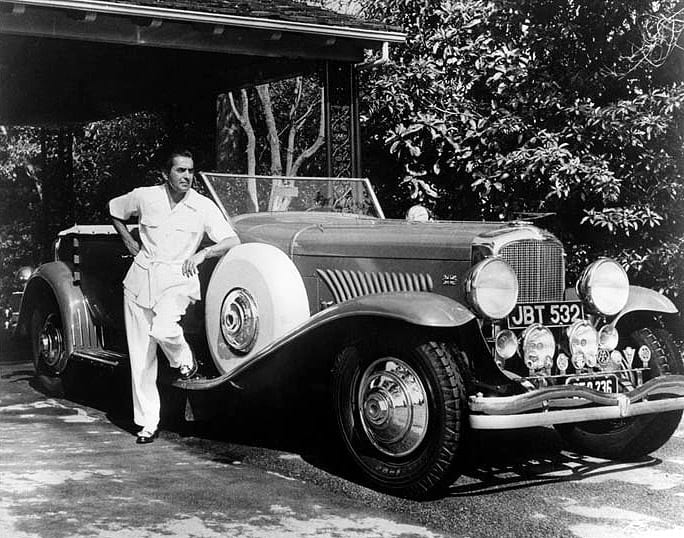 Tyrone Power con su Duesenberg