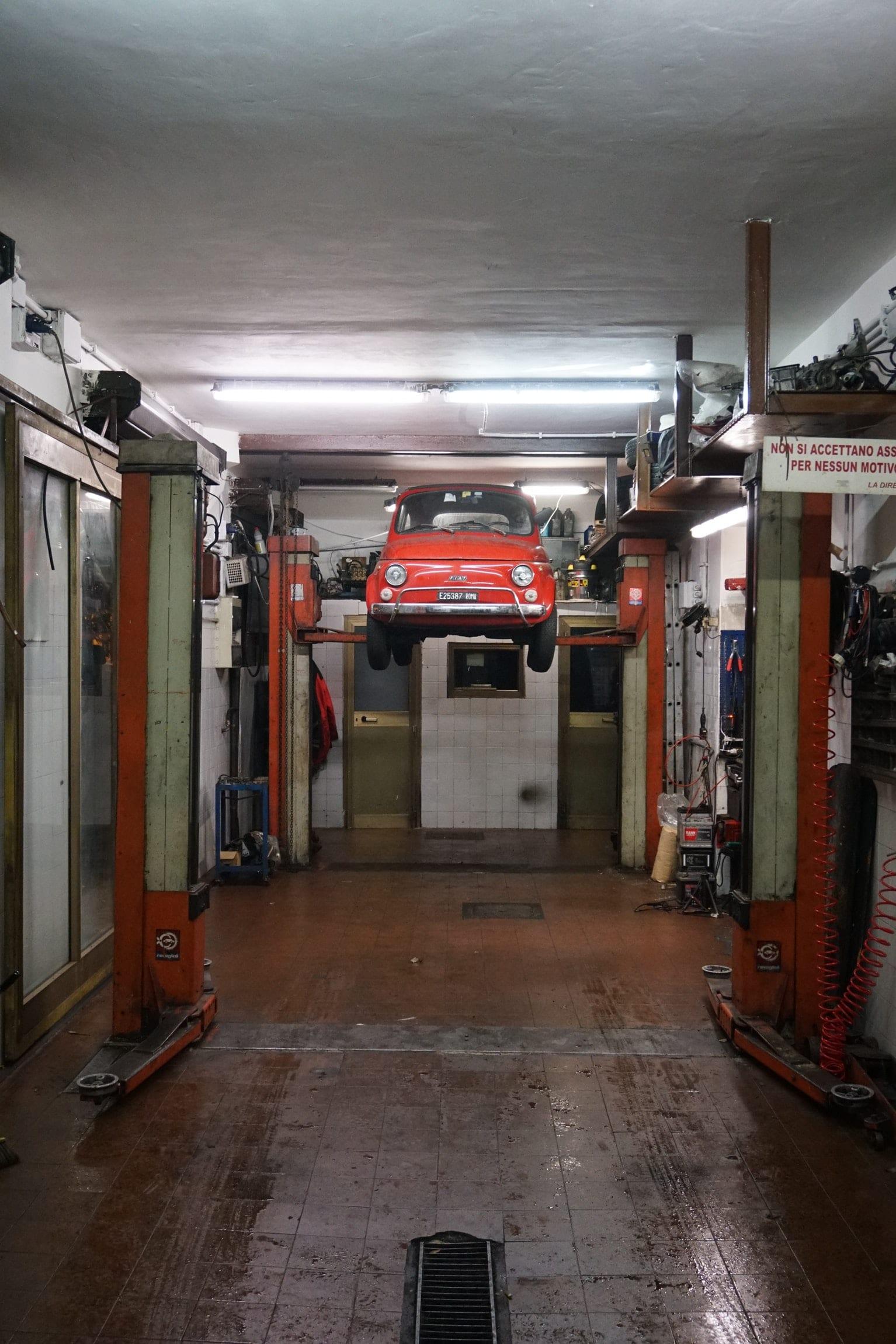 elevador vehículo coche rojo